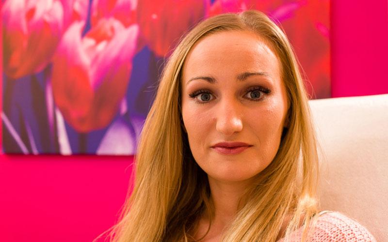 Voor permanent make-up wenkbrauwen behandeling